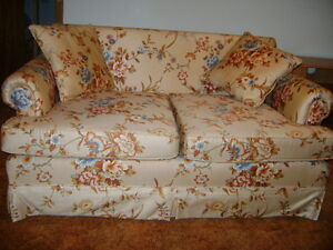 LOVE-SEAT With Matching PILLOWS