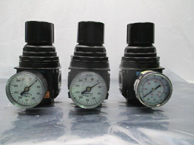 "3 Wilkerson R28-06-F000 Pneumatic Air Regulator w/ Gauge, 3/4"", 453775"