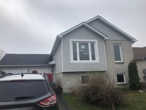 Barrie, S.E. legal duplex, with upper 3 bedroom unit
