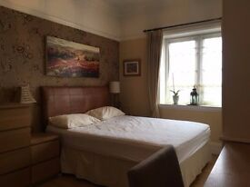 Beautiful double room next to Tub station.