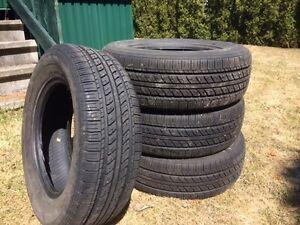 4 pneus d'été en excellente condition