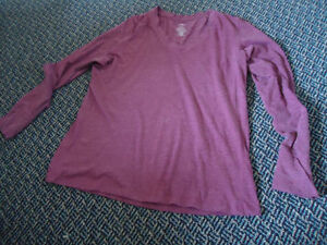 Ladies Size XL Burgundy Long Sleeve Lightweight T-Shirt Kingston Kingston Area image 1