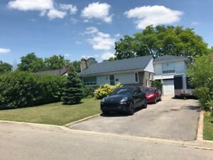 SQUAREONE- DETACHED BUNGALOW WITH 4 PARKING MISSISSAUGA DOWNTOWN