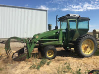 John Deere 4020 Tractor with Loader & Grapple