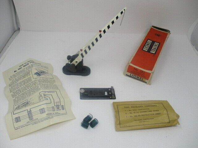 Lionel Trains # 252 Automatic Operating Crossing Gate with Contactor in Orig Box