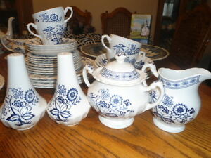 Blue onion cream and sugar bowl and salt and pepper shakers Belleville Belleville Area image 1
