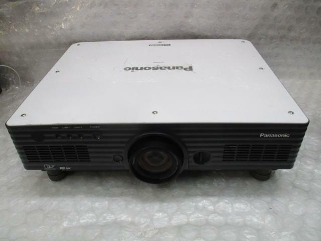 Panasonic PT-D4000U Projector / VGA DVI / 4000 Lums / 451 lamp hours#