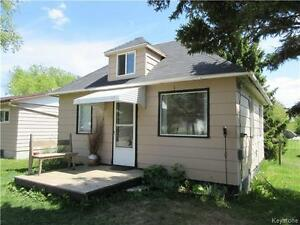 Open concept 1BR cottage close to the lake in Sandy Lake