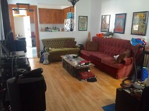 Bright Furnished Mile End 3.5 Sublet OR LEASE TRANSFER