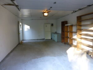over size single garage for rent close to UofC