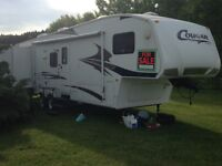 5th Wheel Keystone Cougar Travel Trailer perfect for families