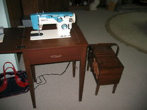 ELECTRIC SEWING MACHINE WITH MANUAL AND SEWING BOX