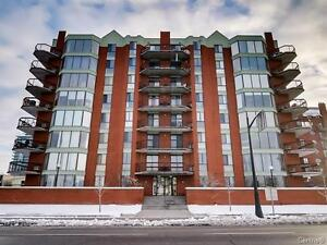 Downtown Hull- 2 bedrooms corner unit