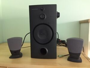 3 Piece PC Speaker Set with subwoofer and 2 Desk Speakers