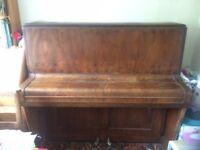 Upright piano (wood)