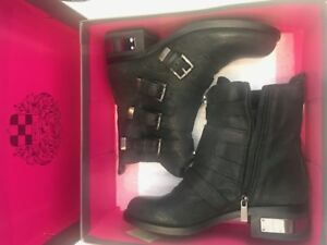 MOTO / COMBAT Vince Camuto Ankle Boots