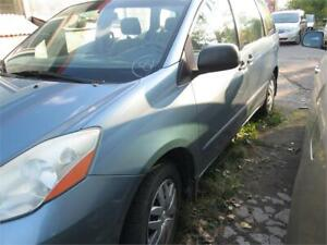 TOYOTA SIENNA LE 2007 VERY CLEAN,7 PLACES,FULL LOAD,WARRANTY