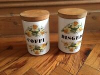 Pair of Portmeirion storage jars with daffodils