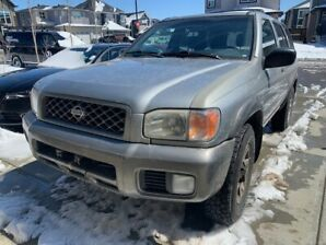 Selling this very well kept and well running Nissan Pathfinder