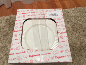 Brand New Made in Italy Dishes- 20 piece dinnerware set