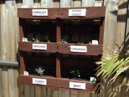 Herb and vegetable gardens installation