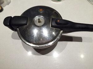 Pressure cooker for sale