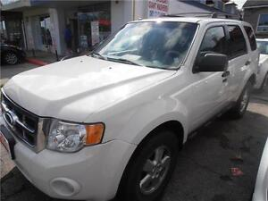 2010 Ford Escape  Auto XLT SUV White  166,000km
