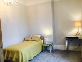 MON-FRI Spacious Room, great location Main route Bus to Whiteladies Rd 15 minutes. Bills INC £140pw.