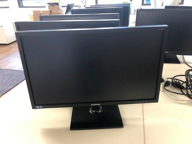 """Samsung S24C200 24/"""" LED Monitor Great condition"""