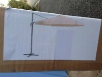Garden/patio pivoting aluminium cantilever parasol tilt and 360 degrees pivot features