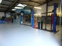 CAR WORKSHOP SPACE AND 2 POST RAMP WITH SPACES FOR CARS TO RENT (ideal for a self-employed mechanic)