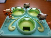 Hasbro 2006, Littlest Pet Shop Play house/set, Carry Handle + 3 Pets - Used