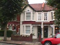 Very specious 2 bed flat close to Southfields tube. Must be seen!