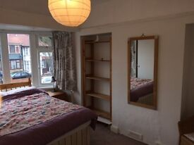 Large double room in friendly household in Perivale £550 pcm all inc, avail til May