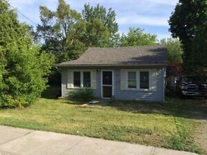 Detached House for Sale on Bay St in Trenton **Great Location**