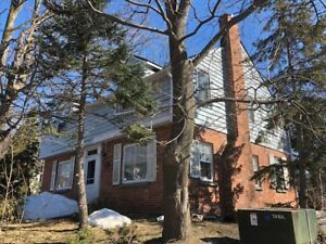 Barrie, very large 2 bedroom,  With classic charm