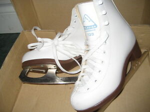 Youth Girls Skates Size 2 BRAND NEW IN BOX