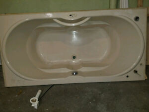 6ft Ultra Spa bathtub + pedestal sink w/ all faucets [Excellent]