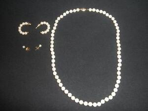 PEARL NECKLACE AND MATCHING STUD EARRINGS
