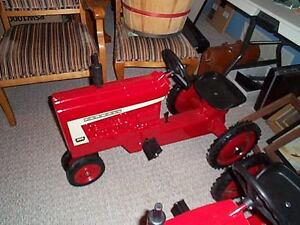 IH 560 and 806 Ertle pedal tractors Moose Jaw Regina Area image 2