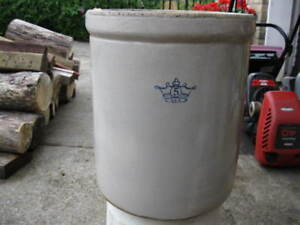 FIVE  GALLON  PICKLING  CROCK   WITH  LID