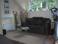 A great value studio flat in a lovely house close to Crouch End Broadway. (Ref: 12132HR)