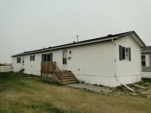 LACOMBE - Mackenzie Ranch Estate - 3 Bedroom House for Rent
