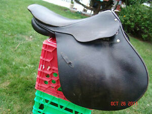 "17"" Black English Saddle"