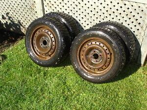 4 pneus winterforce 195 60r15 pour focus ou autres sur jantes.