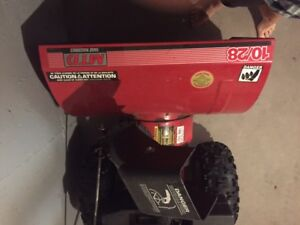Snow blower, Like new Used 2 winters