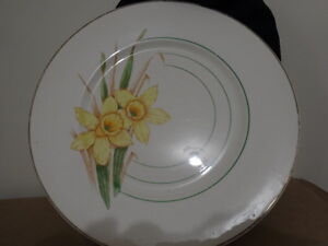 LARGE PLATE,  DAFFODILS bunch, yellow tones on white.