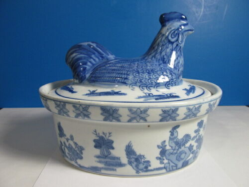 VINTAGE BLUE AND WHITE PORCELAIN CHICKEN TOP SOUP TUREEN