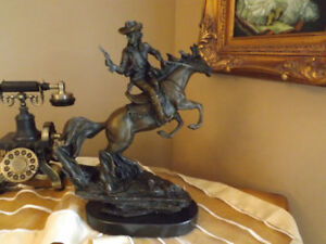 BRONZE: COWBOY ON HORSE - SCULPTURE COWBOY SUR CHEVAL.