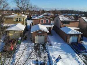 Meadowvale Detached Family Home 3+1 Bed / 3 Bath